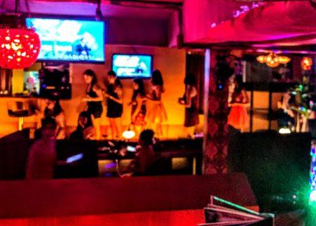 タイ旅行@タニヤ夜遊び好きな日本人富裕層の遊び場カラオケ店